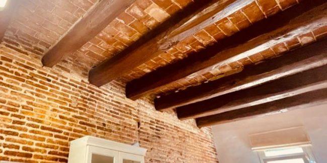 Piso Rambla Poblenou techo vigas madera